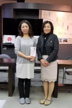 「こどものとなり」水口薫代表(左)